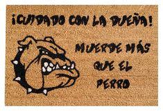 Divertido felpudo Bulldog Cuidado con la dueña!!. Family Rules Sign, Yolo, Home Deco, Stencils, Pandora, Diy Crafts, Quotes, Bathrooms, Farmhouse Rugs