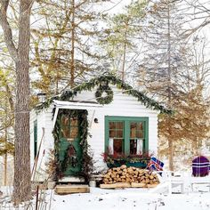 "5,328 Likes, 26 Comments - Real Simple (@real_simple) on Instagram: ""Currently wishing we were snuggled up in this cozy cottage from @onekingslane ❄️ ❄️❄️ (:…"""