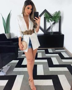 Belt and white blazer - ChicLadies. Cute Summer Outfits, Trendy Outfits, Cute Outfits, Fashion Outfits, Womens Fashion, Fashion Trends, Vogue Fashion, Look Fashion, Looks Style