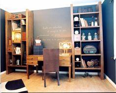 Escritorio en una casa con bibliotecas en mader de Lenga Argentina. | Decorar tu casa es facilisimo.com