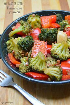 Los salteados de verduras son un plato idóneo, sano y perfecto para incluir en nuestra dieta habitual ya que nos permite disfrutar de la ver...