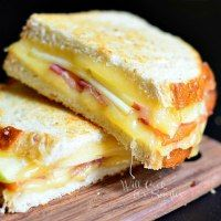 Love Bakes Good Cakes: More than 50 yummy Grilled Cheese recipes!
