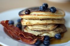 An American breakfast, but this site shows you photos of traditional breakfast in 50 countries. Pancakes And Bacon, Pumpkin Pancakes, Blueberry Pancakes, Best Breakfast, Breakfast Recipes, Breakfast Pancakes, Morning Breakfast, Breakfast Around The World, Food Cakes