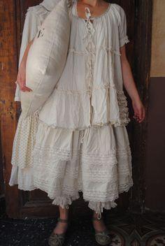 Mlle Jasmine : Jupon dentelle et petite tunique en voile de coton...