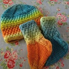Baby's feet chilly? Knit up a quick and adorable pair of socks to go with the Baby Amanda Hat (or Baby Armando Hat) and your baby will be cozy and warm in no time!