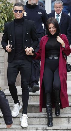 Cristiano Ronaldo and Georgina Rodríguez all smile at the arrival on the . - Cristiano Ronaldo and Georgina Rodríguez all smile at the arrival on the courts style - Mens Fashion Blazer, Suit Fashion, Men Blazer, Fashion Casual, Fashion 2018, Winter Outfits Men, Stylish Mens Outfits, Cristiano Ronaldo Style, Formal Men Outfit