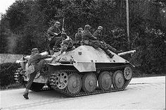 Hetzer Military Photos, Military Art, Military History, Ww2 Pictures, Ww2 Photos, Germany Ww2, Tiger Tank, Tank Destroyer, Military Modelling