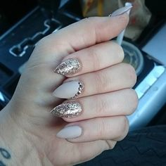 The Best Stiletto Nails Designs 2018 Stiletto nail art designs are called claw or claw nails. These ultra-pointy nails square measure cool and Shimmer Eye Makeup, Smokey Eye Makeup, Stunning Makeup, Stunning Eyes, Beautiful, Black Nail Polish, Black Nails, Stiletto Nail Art, Toe Nails