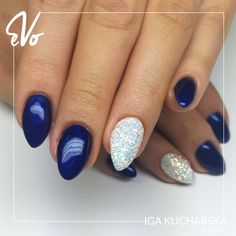 Prostota i elegancja! Wasz ulubiony brokatowy kobalt znowu w akcji! Nosiłabyś? 52 CLUSIUS GENTIAN Winter Tone 2017/2018 #NightToShine ❄☃ Wyk: Iga Kucharska FB : Pazurownia - stylizacja paznokci IG: @pazurownia_u_magdy #winter #inspiration #manicure #nails #instanails #paznokcie #nailsart #nailswag #winternails #hybryda #paznokciehybrydowe #glitter #navyblue #wybierzswojkolor #pokazswojstyl #evo #evonails #zima2017 #zima2018 #zima #winter2017 #winter2018 #zima❄️