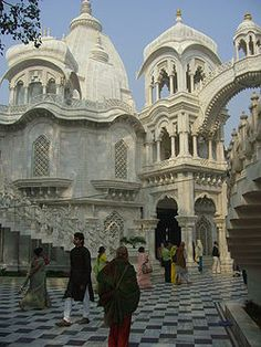 Krishna-Balaram Mandir [ Temple ] — ISKCON Temple at Vrindaban, Uttar Pardesh, India - Shashvata Das - Urlaubsorte Temple Architecture, Ancient Architecture, Beautiful Architecture, Beautiful Buildings, Beautiful Places, Varanasi, Taj Mahal, Places To Travel, Places To Visit