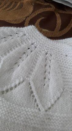 Leaf Lace patterned yoke ~~ Hızlı ve Kolay Resim Paylaşımı - resim yükle -. Baby Knitting Patterns, Leaf Knitting Pattern, Baby Cardigan Knitting Pattern, Knitting For Kids, Easy Knitting, Crochet Cardigan, Knitting Designs, Knitting Stitches, Baby Patterns