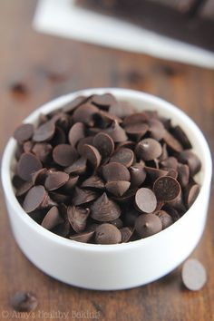 Healthy Homemade Dark Chocolate Chips-Sugar Free -- you just need 2 ingredients & a plastic bag to make these clean eating chocolate chips! They're perfect for baking into cookies! Homemade Chocolate Chips, Pumpkin Chocolate Chip Cookies, Oatmeal Raisin Cookies, Chocolate Chip Recipes, Dark Chocolate Chips, Clean Eating Chocolate, Craving Chocolate, Gluten Free Pumpkin, Low Carb Desserts