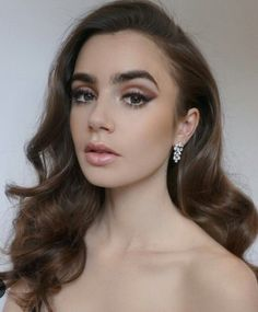 Distinctive Gifts Mean Long Lasting Recollections Lily Collins Lily Collins Short Hair, Lily Collins Style, Lily Collins Haircut, Lily Collins Fashion, Lily Collins Bob, Beauty Makeup, Eye Makeup, Hair Makeup, Hair Beauty