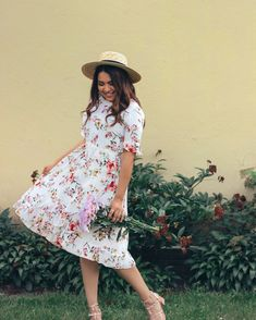 4 Modest Summer Outfits To Wear In 2019 — The Darling Style Modest Bridesmaid Dresses, Modest Dresses, Modest Outfits, Modest Fashion, Fashion Outfits, Summer Dresses, Casual Summer Evening Outfit, Stylish Summer Outfits, Evening Outfits