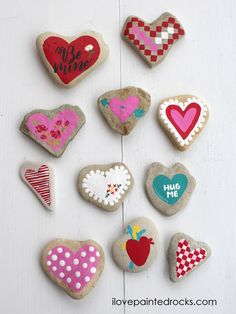 11 Ways to Paint Heart Rocks for Valentines Day Easy rock painting ideas for Valentine's Day! Step by step instructions for 11 different ways to paint rocks for Valentine's Day. Rock Painting Patterns, Rock Painting Ideas Easy, Rock Painting Designs, Painting For Kids, Paint Ideas, Heart Painting, Pebble Painting, Stone Painting, Painting Art