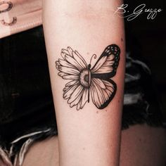 The reason why everyone has small sunflower and butterfly tattoos . - The reason why everyone loves small sunflower and butterfly tattoos Dream Tattoos, Love Tattoos, Beautiful Tattoos, Body Art Tattoos, Hand Tattoos, Small Tattoos, Tattoos For Women, Tatoos, Ribbon Tattoos