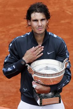 It's not just about tennis. Check out the 20 hottest players to watch at Wimbledon Tennis World, Le Tennis, Tennis Tips, Rafael Nadal, Tenis Nadal, Equipe Real Madrid, Nadal Tennis, Hockey, Professional Tennis Players