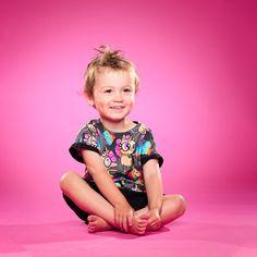 Forrige måned var vi i blått humør. Nå var det rosa og enhjørning med regnbuepromp humør ❤ Er skikkelig glad for å ha denne litte gledessprederen i livet mitt. Og så synes jeg det er skikkelig kult at han er så glad i å bli fotografert :)  . .  #eplenikkers @eplenikkers #fotograf #barnefotografering #barnefotograf #studiohodne #sarpsborg #stoltpappa #rosa #pink #unicorn #rainbow #🌈 Mittens, Humor, Studio, Instagram, Creative, Fingerless Mitts, Humour, Fingerless Mittens, Funny Photos