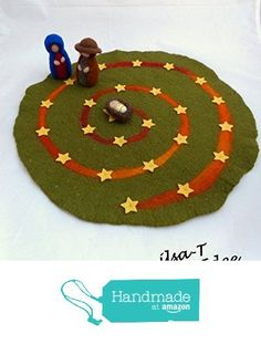 ** This advent spiral is used like an advent calendar and increases the anticipation for Christmas. Every day Mary and Joseph go on a star until they arrive at the baby Jesus on the - Education Subject - Advent Felt Christmas, Winter Christmas, Christmas Time, Waldorf Crafts, Waldorf Toys, Felt Crafts, Diy And Crafts, Crafts For Kids, Holiday Crafts