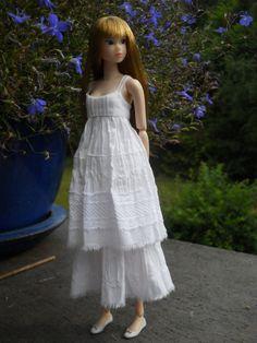 Ooak White romantic fine cotton dress for momoko par MaggisAtelier