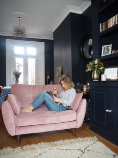 4 Reasons Why Everyone Needs A Cuddler Sofa In Their Home.(blush pink optional) — Gold is a Neutral Blue And Pink Living Room, Navy Living Rooms, New Living Room, Living Room Sofa, Home And Living, Living Room Decor, Sofa In Bedroom, Kids Bedroom, Rosa Sofa