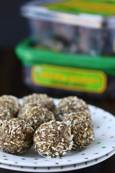 Date-Hemp Energy Balls {Vegan, Paleo, Gluten-Free} - Clean Eating Kitchen Delicious Vegan Recipes, Keto Recipes, Healthy Recipes, Healthy Treats For Kids, Vegan Energy Balls, Vegan Dating, A Food, Vegan Food, Recipe Collection
