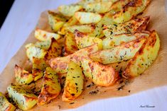 Cartofi la cuptor cu cimbru si usturoi – IONEL TARNOVESKI Chicken Cordon Bleu, Vegetarian, Meat, Food, Tasty Food Recipes, Essen, Meals, Yemek, Eten