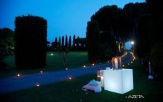 Strolling along the boulevard entrance, you can see the monumental Roman colonnade, a magnificent backdrop for scenic outdoor ceremonies. www.villadino.com