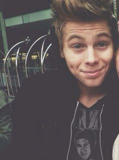 Luke Hemmings <3 5sos <3 5 Seconds Of Summer <3 his dimples