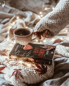 Find images and videos about light, book and coffee on We Heart It - the app to get lost in what you love. Cozy Aesthetic, Autumn Aesthetic, Camping Aesthetic, Autumn Photography, Book Photography, Autumn Cozy, Cozy Winter, Coffee And Books, Tea Recipes