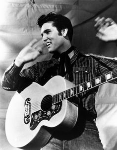 Elvis Presley is shown with his Gibson guitar in a 1957 MGM studio publicity photo. One of the original eight performers inducted into the Rock and Roll Hall of Fame. Lisa Marie Presley, Priscilla Presley, Pete Wentz, Michael Buble, Michael Jackson, Beatles, Historia Do Rock, Sean Leonard, El Rock And Roll