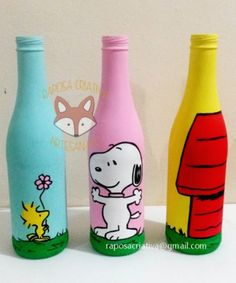Snoopy and Friends Glass Bottle Crafts, Wine Bottle Art, Painted Wine Bottles, Diy Bottle, Snoopy Birthday, Snoopy Party, Diy Craft Projects, Diy And Crafts, Garrafa Diy