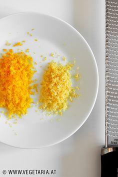 Ob Zitronen, Orangen, Limetten oder andere Zitrusfrüchte: wenn die Schale zum Verzehr geeignet ist, dann ist es einfach viel zu Schade, die ausgepressten Hälften davon einfach wegzuwerfen. Wenn man sie einfriert, dann kann man jederzeit von diesen gefrorenen Hälften die Schale abreiben und diese Zesten als Zutat verwenden. Orange, Grains, Cherries, Deep Frying, Fruit And Veg, Vegetarian Recipes, Fresh, Seeds, Korn