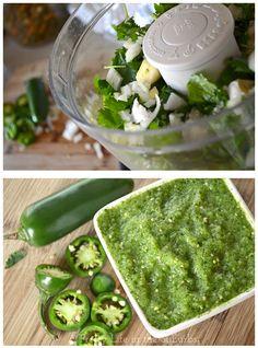 Salsa Verde {A Pretty Life} - a fresh & spicy salsa you can make in less than 5 minutes!