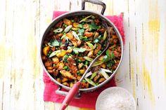 Etentje? Met deze geurende pan curry op het fornuis zit de stemming er al snel in - Recept - Allerhande