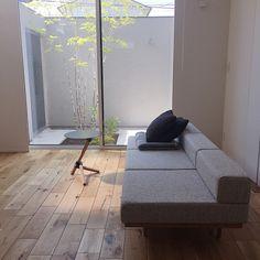 本当に必要なモノ達と暮らす〜余白のある空間づくりが快適さを生み出す家___omalさんのおうちを探索! | ムクリ[mukuri] House Design, Modern Apartment, Decor, Furniture, Apartment Decor, Home, Modern Apartment Decor, Home Decor, Room