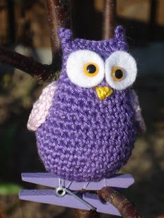owl-scroll down for English version Knitted Owl, Crochet Birds, Crochet Animals, Crochet Crafts, Crochet Yarn, Owl Sewing, Whimsical Owl, Purple Owl, Loom Knitting