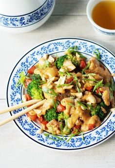 Simple, healthy, and loaded with savory deliciousness. On the table in less than 30 minutes, it's not only faster than take-out, it's actually good for you! Stir Fry Recipes, Low Carb Recipes, Cooking Recipes, Healthy Recipes, Simple Recipes, Diet Recipes, Cooking Stir Fry, Stir Fry Low Carb, Peanut Chicken