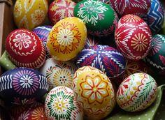 Veselú Veľkú noc! Tradičné slovenské kraslice #Easter #Eastereggs #artofdecoratingeggs #kraslice #Veľkánoc #maľovanévajíčka #Slovakia