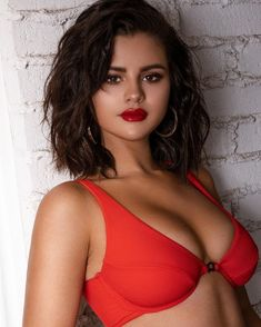 Selena Gomez separated from Justin Bieber and with some another man? We have the answer Did Selena Gomez find love with another man after her separation from Justin Bieber? Selena Gomez Bikini, Selena Gomez Fotos, Selena Selena, Selena Gomez Model, Selena Gomez Trajes, Selena Gomez 2019, Selena Gomez Pictures, Selena Music, Selena Gomez Short Hair