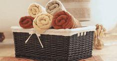 Sus toallas de baño parecerán siempre nuevas con estos 3 pasos - e-Consejos Laundry Design, Bedroom Storage, Joss And Main, Decoration, Basket, Cleaning, Home Decor, Pinky Pie, Soya