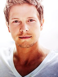 Matt Czuchry- delightfully sexy as Logan from Gilmore Girls and Cary Agos from The Good wife Matt Czuchry, Cary Agos, Team Logan, Portraits, Gilmore Girls, Attractive Men, Man Crush, In Kindergarten, Pretty People