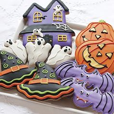 cute haunted house cookie from Cazy Mom With 4 Boys Blog