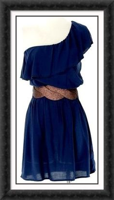 Love the blue combined with the coppery belt!