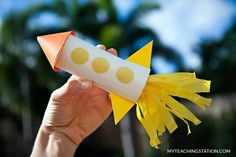 Make the fire for the rocket using tissue paper