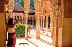 Y las 10 ciudades más antiguas de España son... Granada- Fundada en el siglo VI a.C. por nativos vinculados a Sexi (Almuñécar), Granada es hoy especialmente conocida por su Alhambra, de la época árabe. La Alhambra fue en 2011 el monumento más visitado de España, superando la cifra de 2.300.000 visitantes. Pero la ciudad no es sólo visitada por ese monumento: su rica cultura, su arte y su gastronomía son sólo algunos de los motivos.