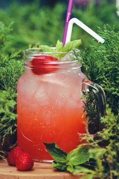 Insanely Delicious Strawberry Iced Tea | Life is Better with Tea