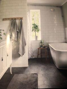 Clawfoot Bathtub, Bathroom, Washroom, Bathrooms, Bath, Bathing, Bath Tub