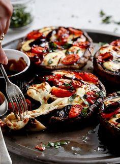 Gefüllte Pilze mit Tomaten und Mozzarella