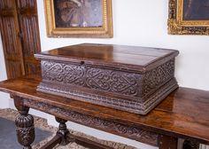 Elizabethan oak carved table box of large proportions, circa Marhamchurch antiques Oak Furniture Land, Gothic Furniture, Pipe Furniture, Antique Furniture, Antique Wooden Boxes, Wood Boxes, Furniture Restoration, 16th Century, Antiques